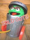 fp-101013-01 Oscar the Grouch / 70's Pop Up Toy