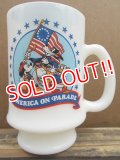 kt-120717-03 Unknown / Disney America on Parade 70's Mug