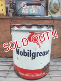 dp-131211-03 Mobilgrease / 40's-50's Oil can