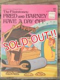 bk-140610-10 The Flintstones / Fred and Barney Have A Day Off 1974 Picture Book