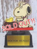 "ct-150602-73 Snoopy / AVIVA 70's Trophy "" Doctor Beagle"""