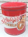 dp-151017-09 Tom Sturgis Pretzels / Vintage Tin can