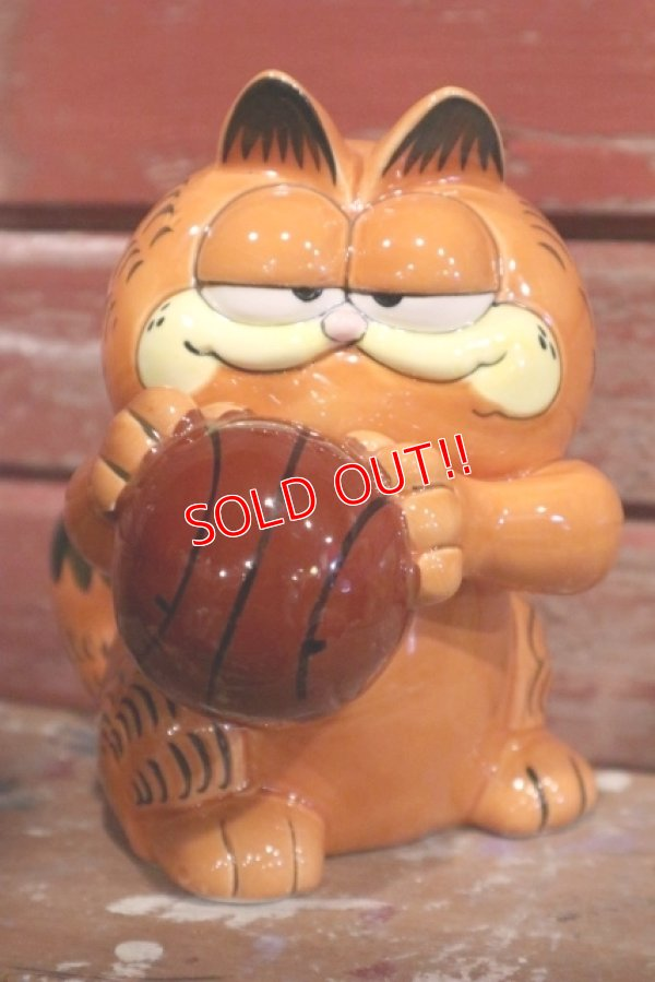 "画像1: ct-190301-15 Garfield / 1980's Ceramic Coin Bank ""Basketball"""
