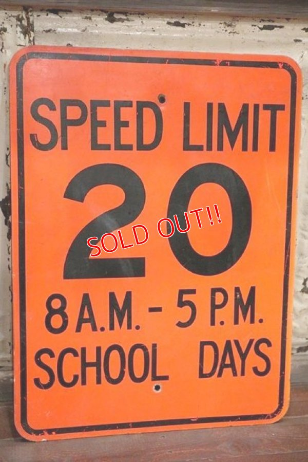 "画像1: dp-191101-37 Road Sign ""SPEED LIMIT 20 8 A.M.-5 P.M. SCHOOL DAYS """