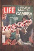 ct-191211-88 LIFE Magazine / October 27 1972
