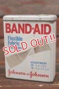 dp-210501-32 Johnson & Johnson BAND-AID / Vintage Tin Can